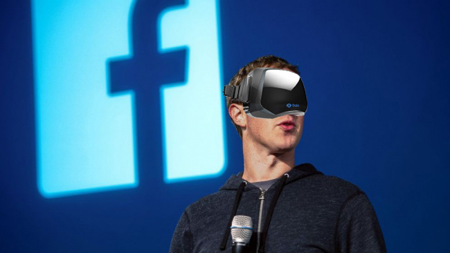 Facebook+founder+Mark+Zuckerberg+sports+the+new+Occulus+Rift+virtual+reality+glasses.