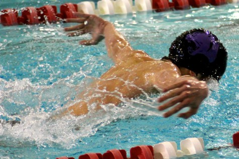 Sophomore stud Paxton Kelley swimming to the finish. Credit: Deron Kelley