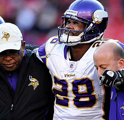 Adrian Peterson (#28) in pain