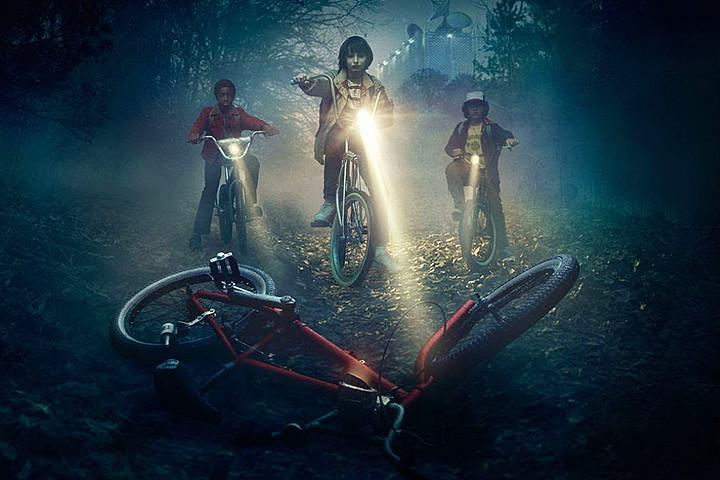 Stranger+Things+gang+on+their+bikes