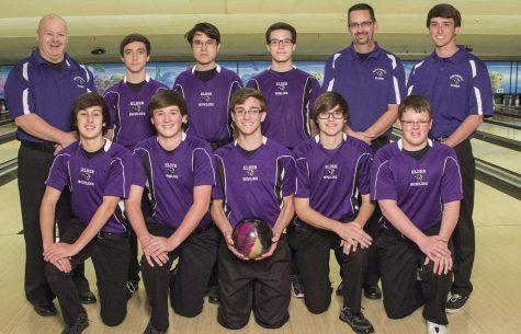 The 2015-2016 Elder Bowling team.